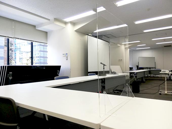 【東京八重洲会議室】アクリルパーテーションをご用意しております