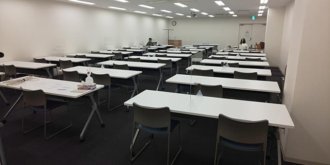 【大会議室】飛沫防止アクリル板設置の様子