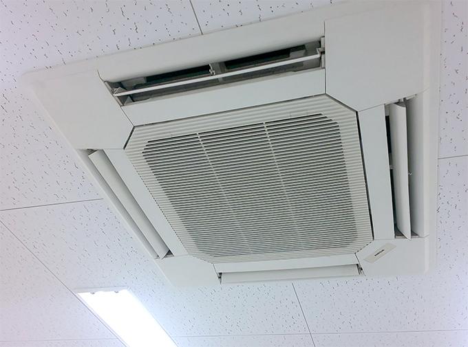 天井に設置しているエアコン