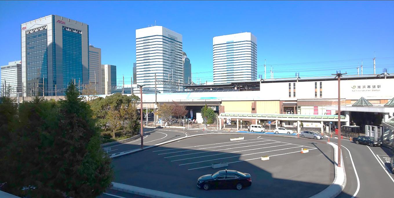プレナ幕張側から観たJR海浜幕張駅前のロータリー1